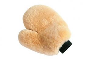 Fleeceworks Sheepskin Grooming Mitt in Natural